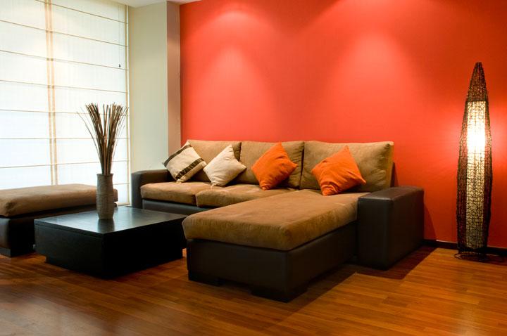 Color naranja para pintar las paredes del salón