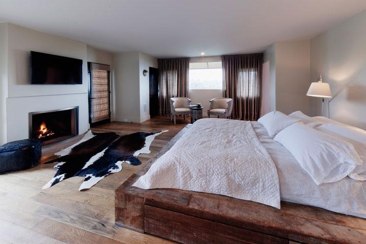 Cortinas para un dormitorio de hombre estilo rústico