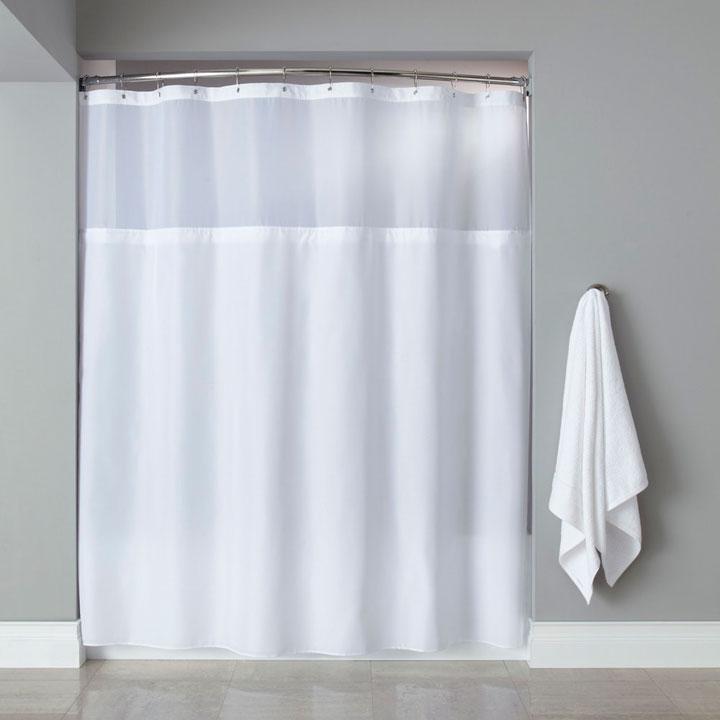 cortina de ducha blanca y limpia