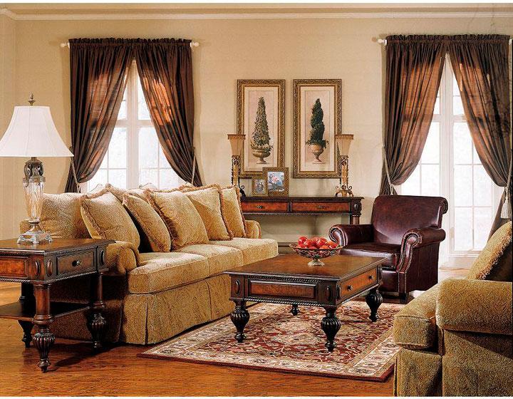 Decoración de salones clásicos con cortinas en forma de R
