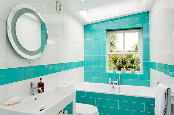 Baños con azulejos turquesa