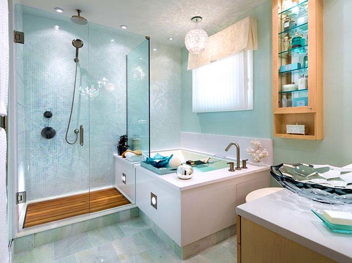 Baños en tonos turquesa claro