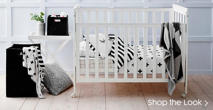 Cuarto para el bebe en blanco y negro