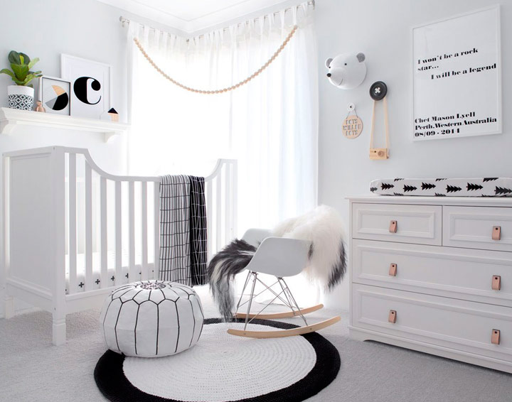 Cuarto monocromático infantil para bebé