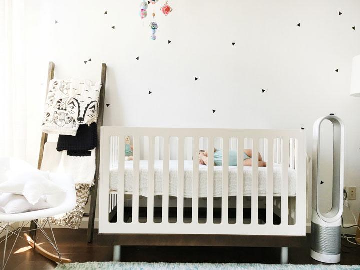 Cuna de color blanco para bebé