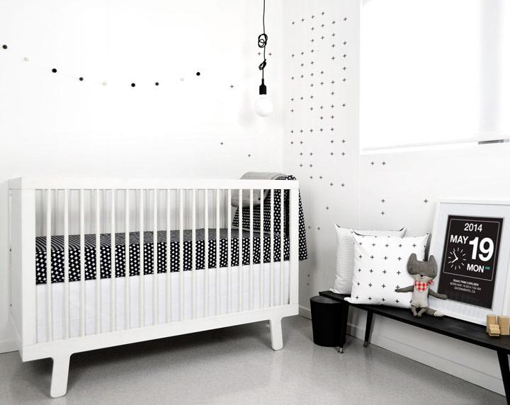 Dormitorio para bebé minimalista en blanco y negro