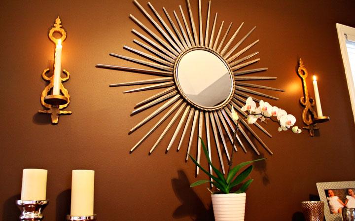 Espejos de sol bonitos iluminados con velas