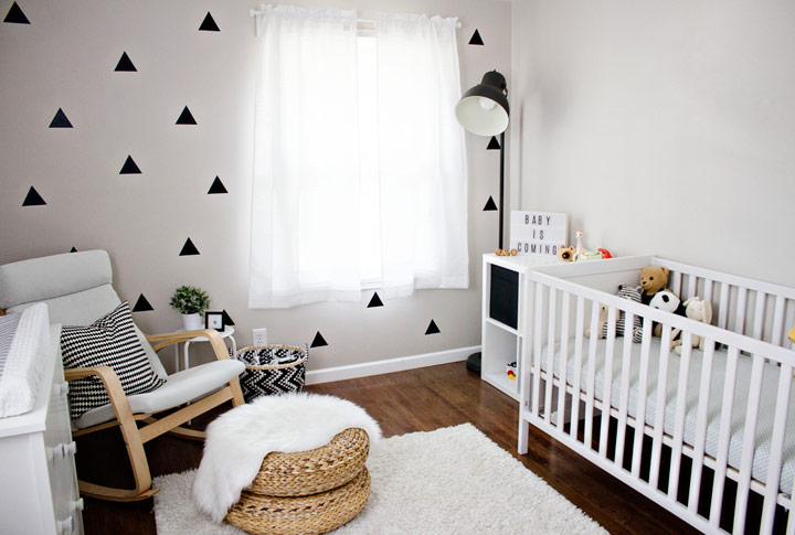 Habitación monocromática para bebés
