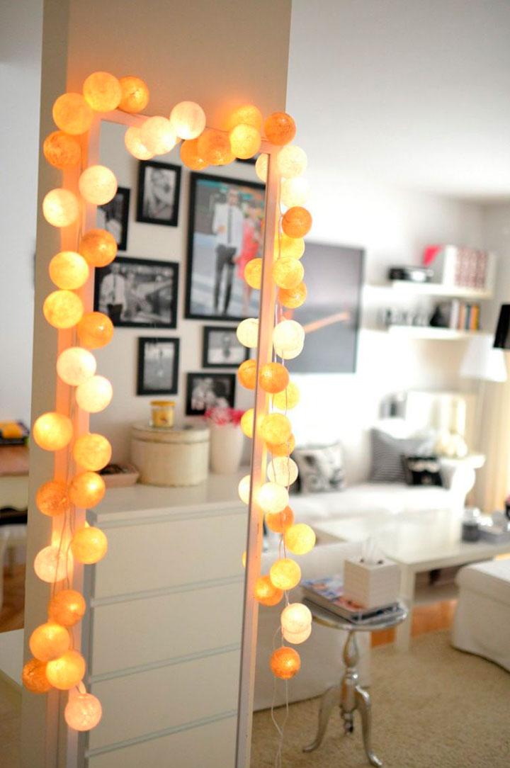 Decorar espejos con tiras de bombillas