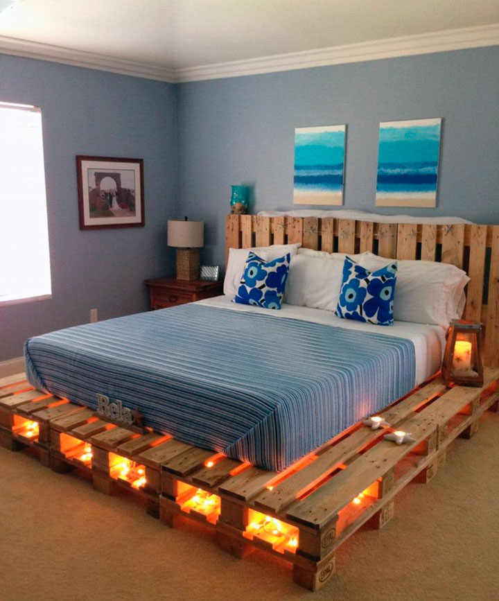Luces de Led en una cama hecha con palets de madera