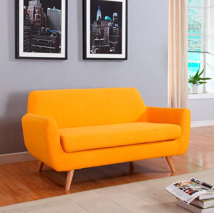 Pintar pared gris con sofá amarillo