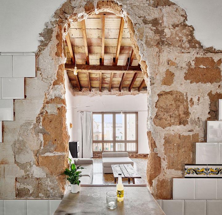 Casa restaurada en mallorca estilo ecléctico