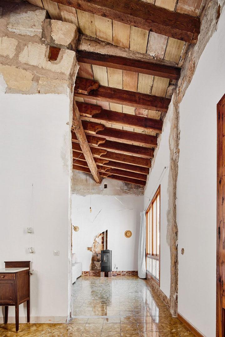 Paredes de ladrillo visto en casa antigua rehabilitada
