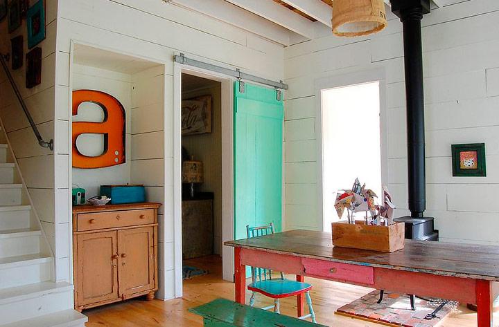 Puertas correderas de madera rústica en verde