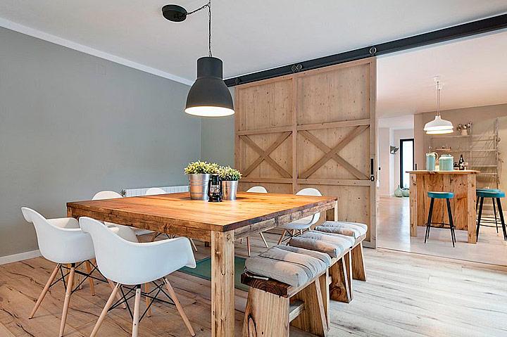 Ideas de puertas correderas rústicas de madera para el salón comedor