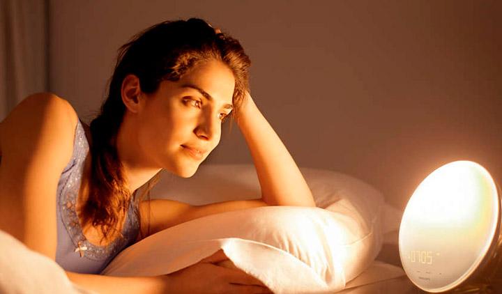 Los mejores despertadores de luz que simulan el amanecer