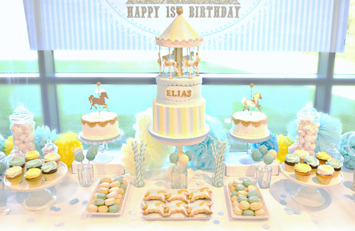 Decorar mesa de cumpleaños con chuches y pasteles