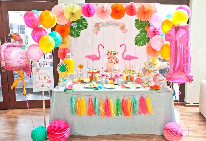 Mesas con golosinas para fiestas infantiles