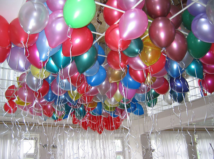 Adornar un cumpleaños con globos de helio
