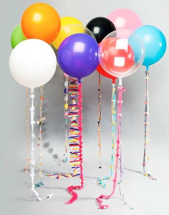 Adornar con globos de colores y helio