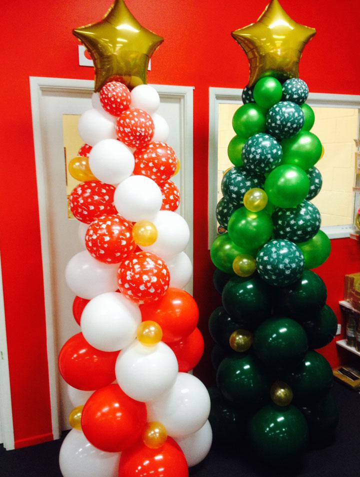 Árbol de Navidad hecho con globos