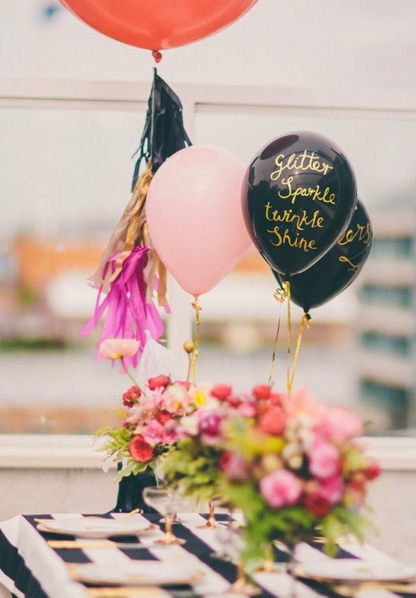 Cómo decorar una mesa con globos de helio