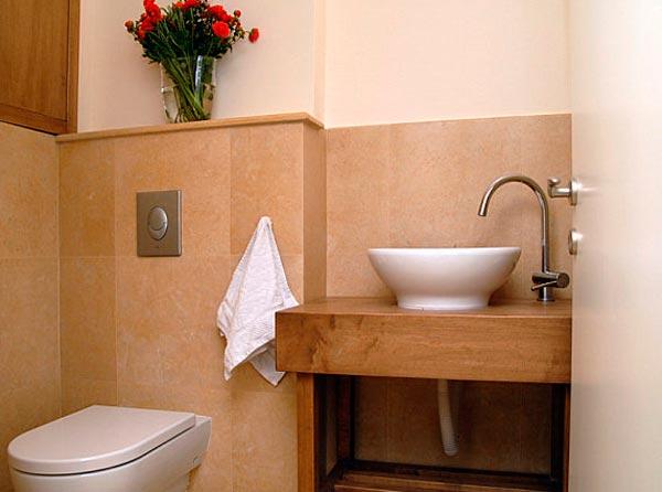 Baños pequeños con ducha decorados con flores