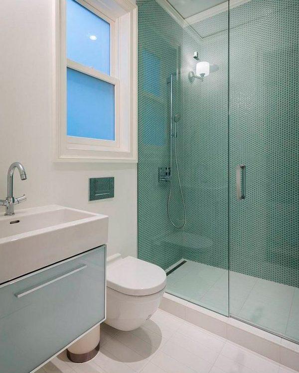 Decorar cuartos de baño pequeños con plato de ducha