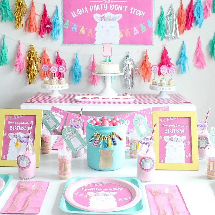 Decorar una mesa con golosinas para fiesta infantil