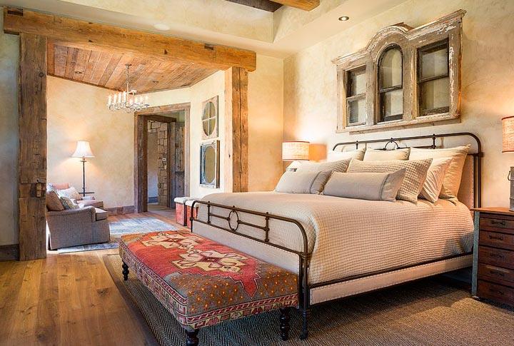 Habitaciones rústicas con paredes de madera