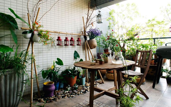 Diseño de jardines en balcones con decoración