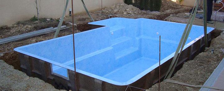 Excavación de un agujero para piscina prefabricada