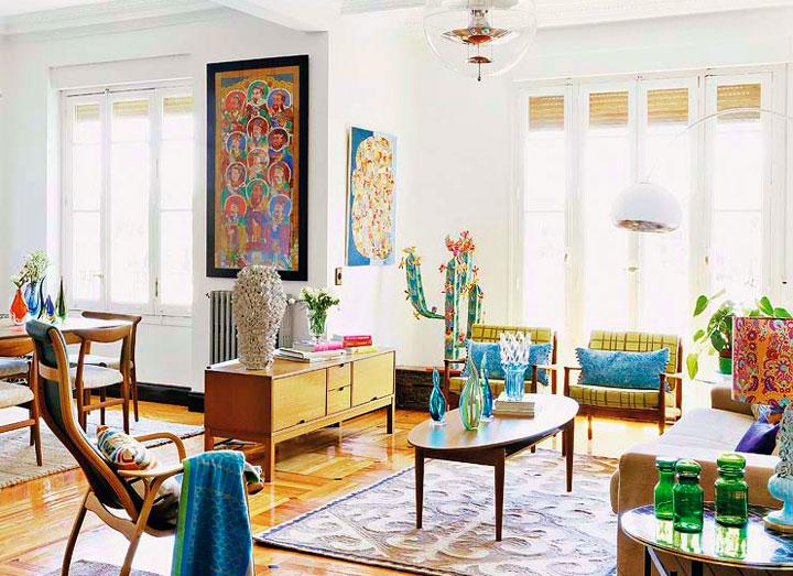 Decoración ecléctica en un apartamento saturado