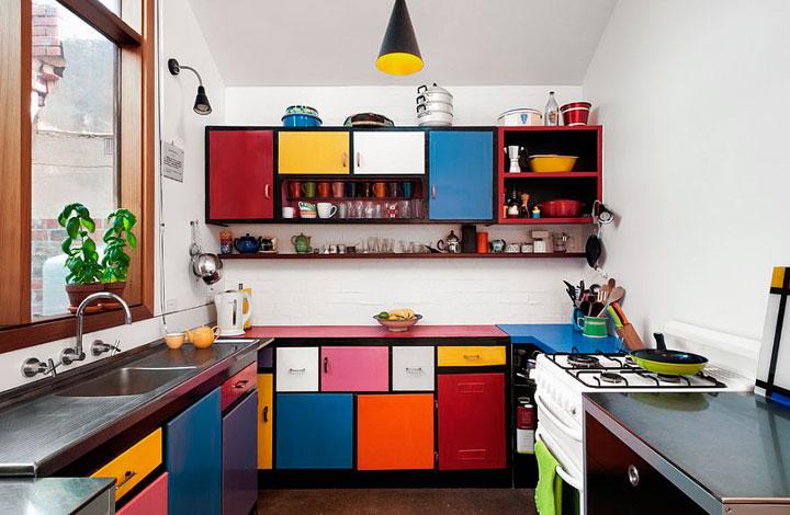 Decoración de cocinas eclécticas combinando colores