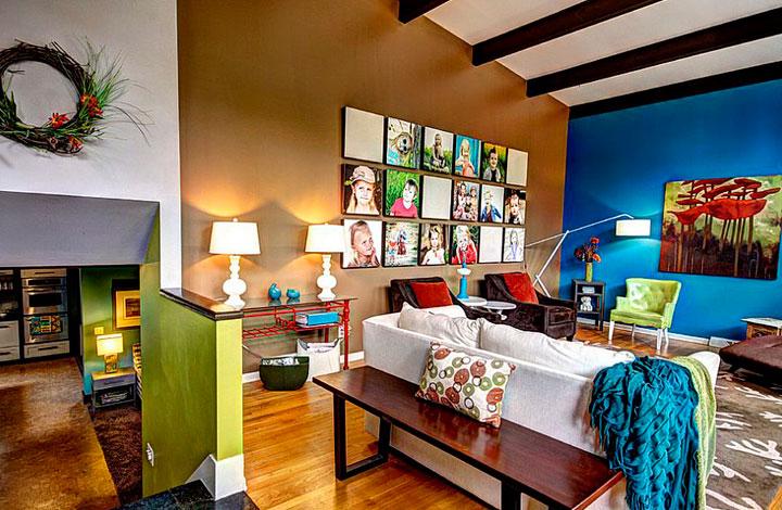 decoración de salones eclecticos con contrastes de colores vivos