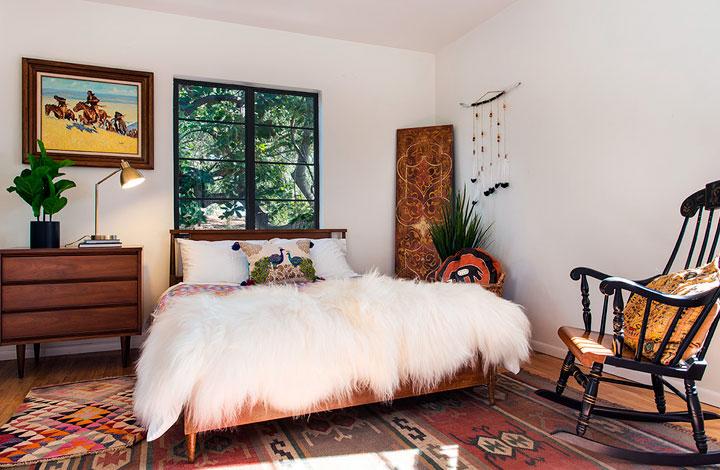 Decorar una habitación ecléctica con mezcla de texturas