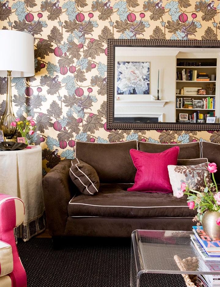 Colores que mejor combinan con marrón y fucsia en el sofá