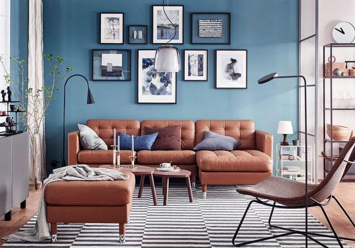 Decoración marrón y azul en paredes y muebles