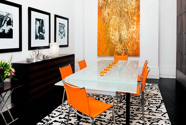 Combinar el color naranja con dorado en comedor