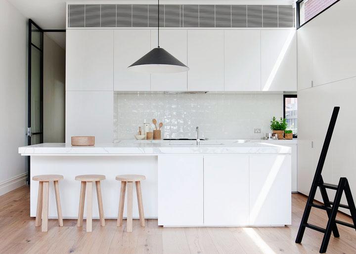 Cocina blanco y negro estilo minimalista