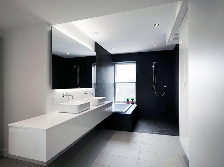 Baño minimalista blanco y negro