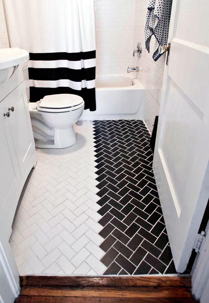 Baños pequeños en blanco y negro