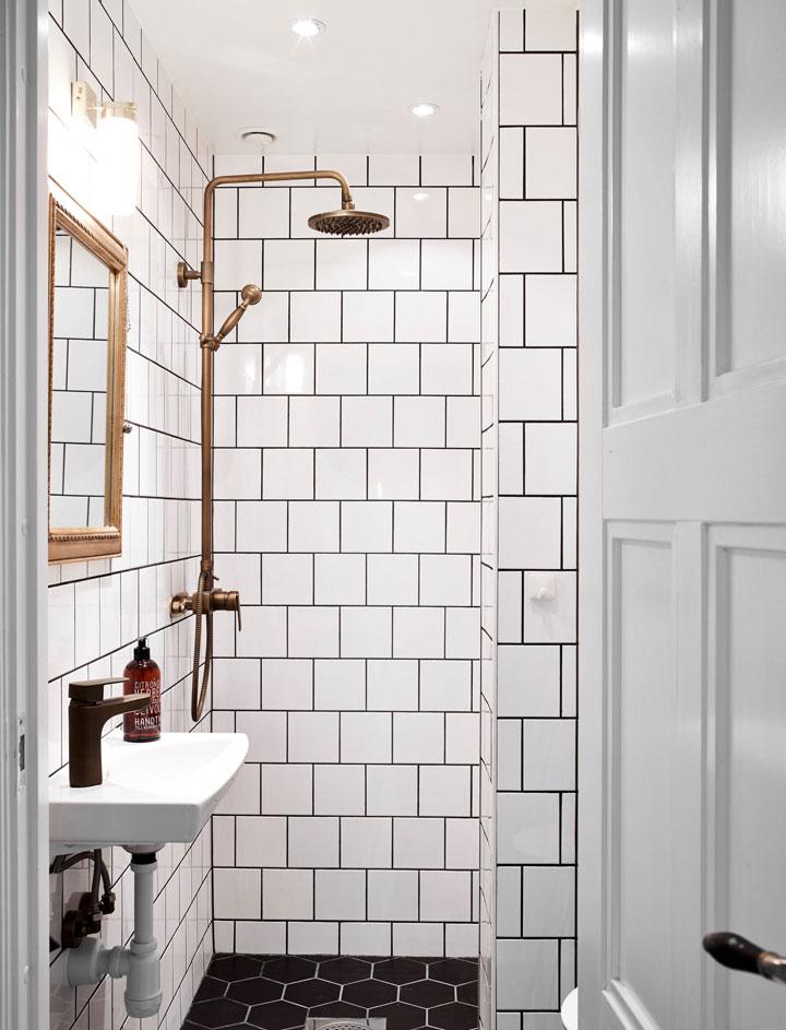 Cómo decorar un cuarto de baño pequeño en blanco y negro