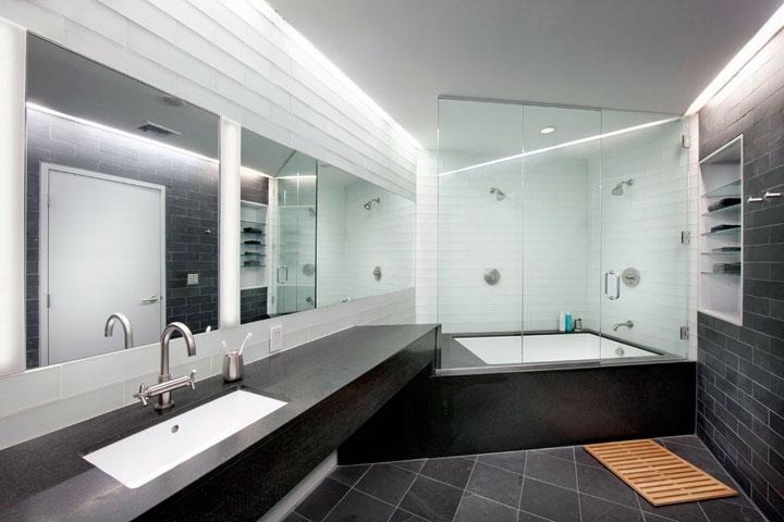 Cuarto de baño minimalista blanco y negro