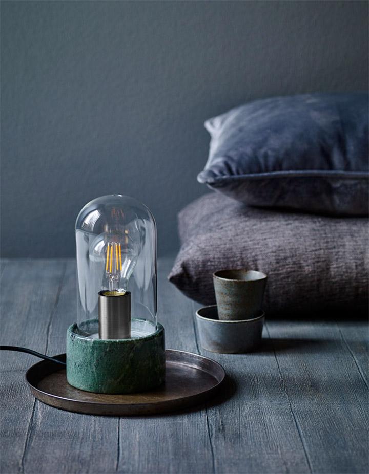 Farol como lámpara de mesa de dormitorio