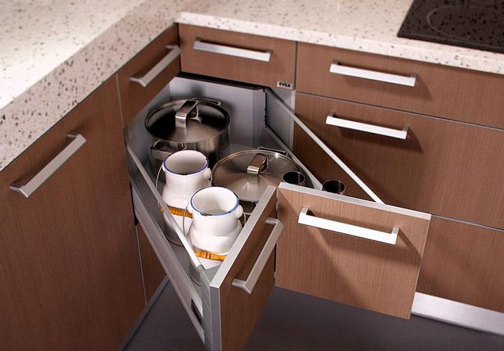 Aprovechar las esquinas de la cocina con armarios esquineros