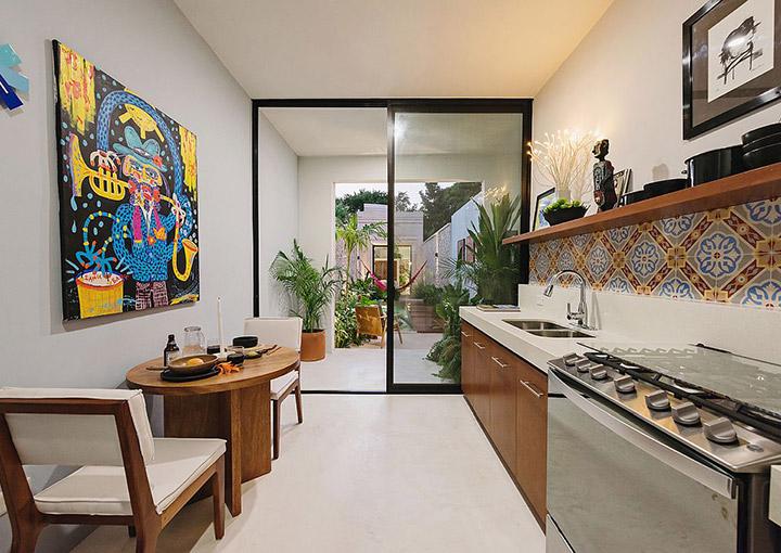 Unir la cocina a la terraza con una pared de cristal