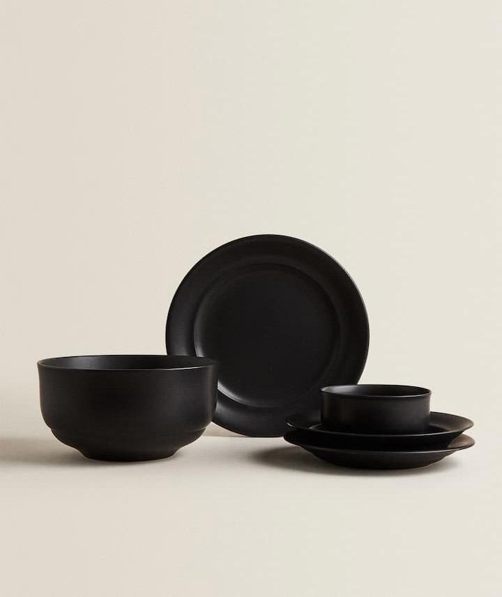 Vajillas Zara Home negras minimalistas de cerámica