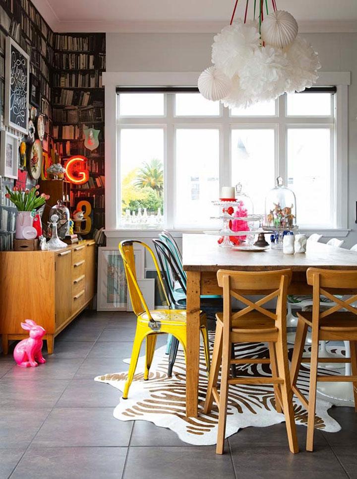 Combinación de mesa y sillas de comedor ecléctico
