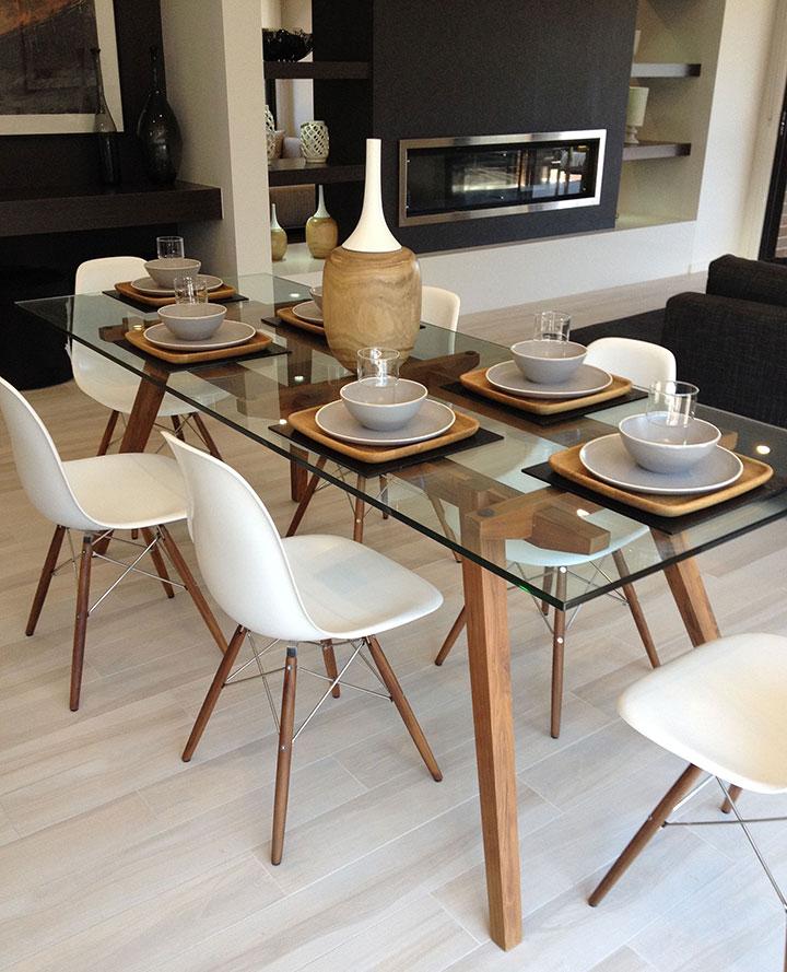 Cómo combinar mesa de cristal con sillas modernas